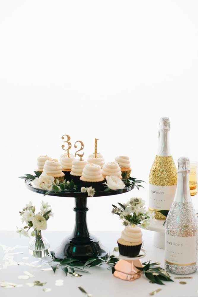 Que tal preparar cupcakes para servir aos convidados antes da ceia.