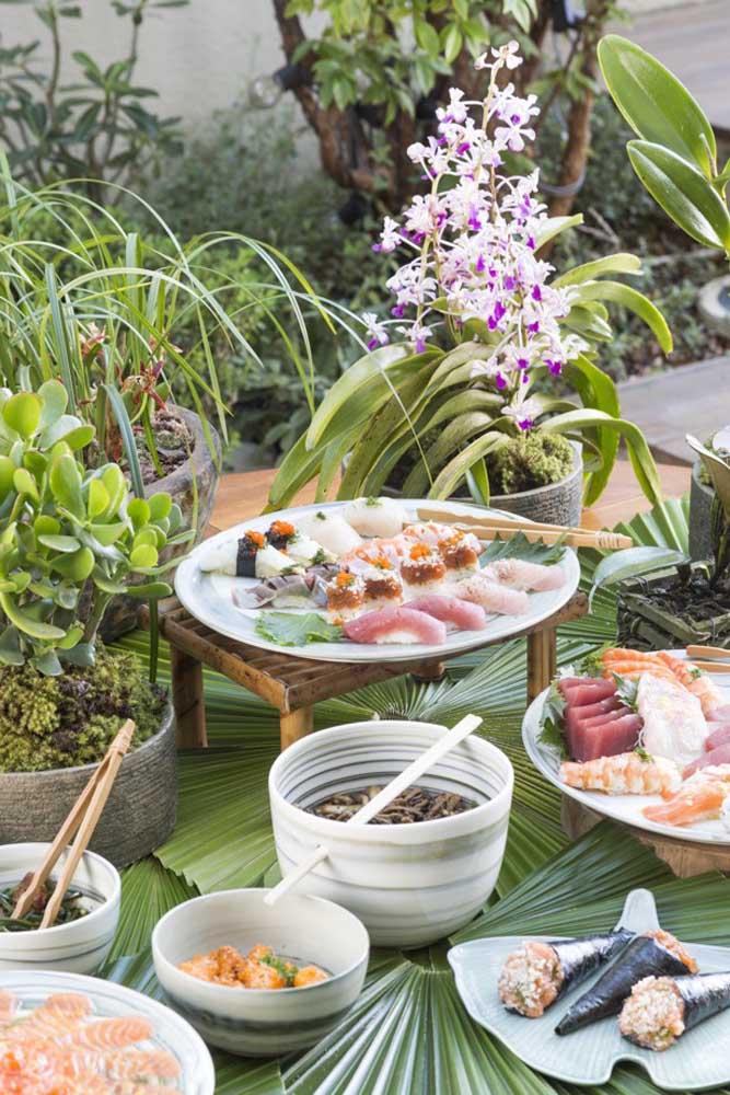 A comida japonesa é uma grande novidade para a ceia de ano novo, pois é uma opção mais leve e ao mesmo tempo sofisticada.