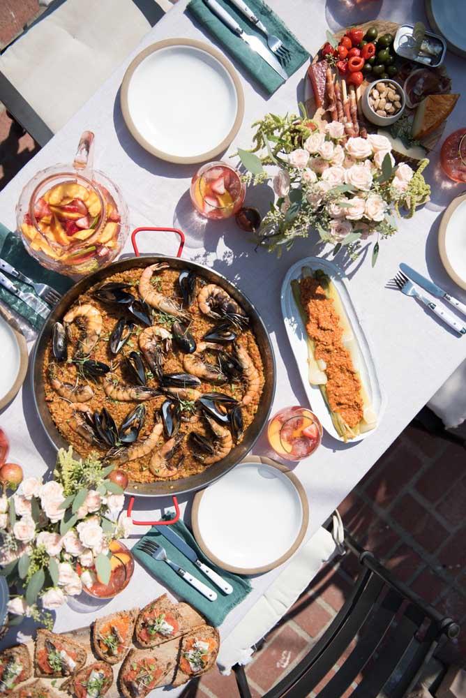 Que tal servir muitos frutos do mar na ceia de ano novo na praia?