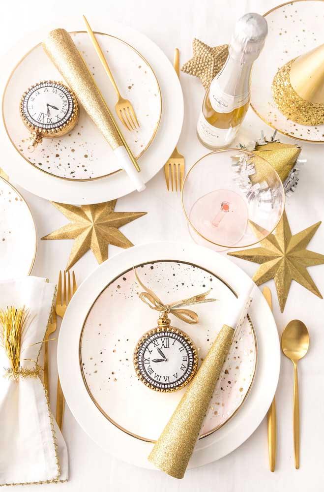 O branco é a cor tradicional do ano novo, mas você pode fazer combinações com a cor dourada.