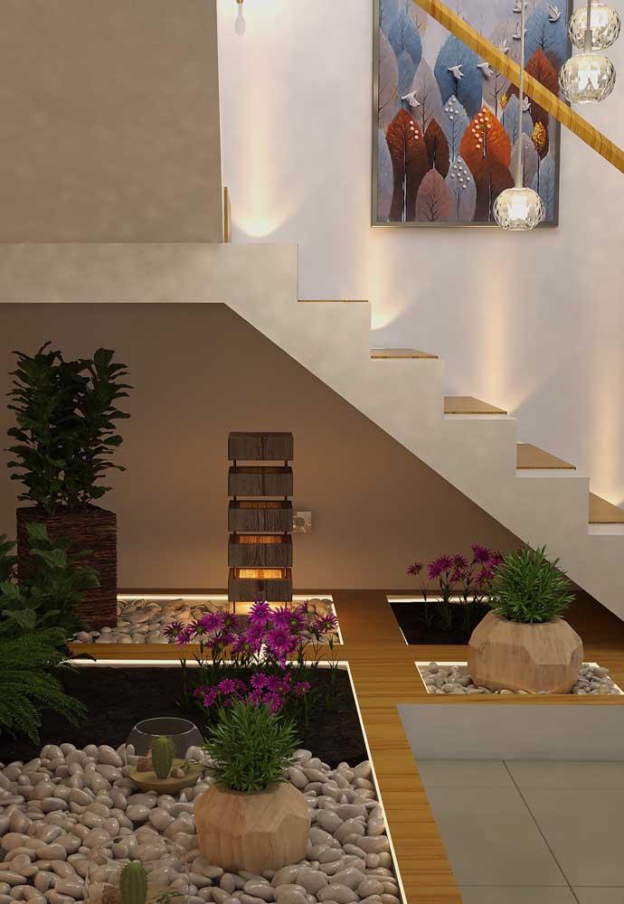 Olha que belo jardim embaixo da escada você pode fazer na sua casa.