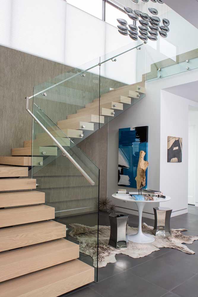 Veja que decoração interessante é possível fazer embaixo da escada.