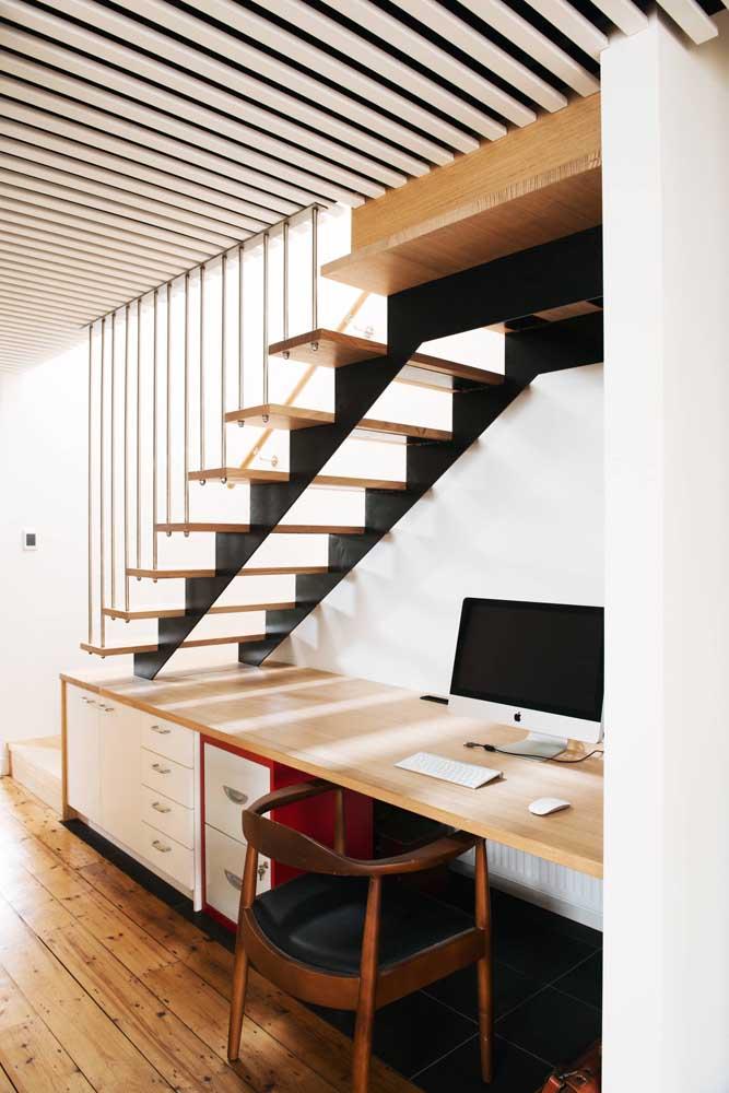 Seu home office pode ser embaixo da escada.