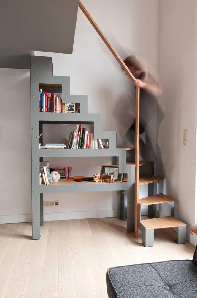 Que projeto fantástico que une escada e prateleira.