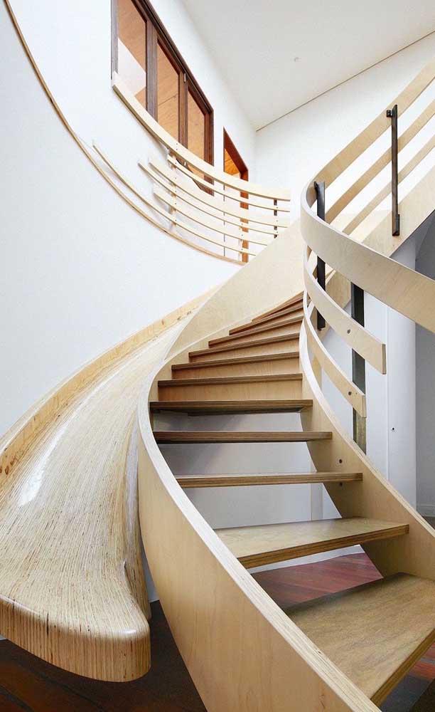 Agora se a intenção é fazer algo totalmente moderno, nada melhor do que escolher esse tipo de escada.