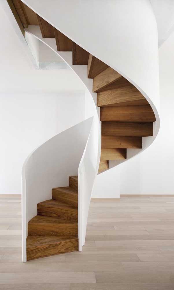 A escada caracol precisa ter itens de segurança para você não ter problemas.