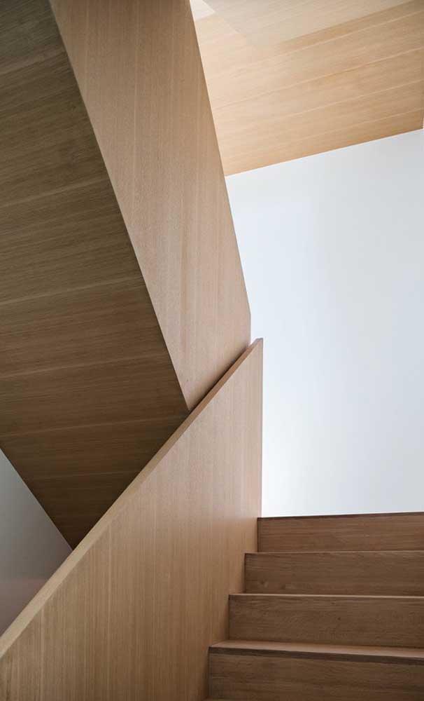 Você pode usar diferentes tipos de madeira na hora de fazer a sua escada.