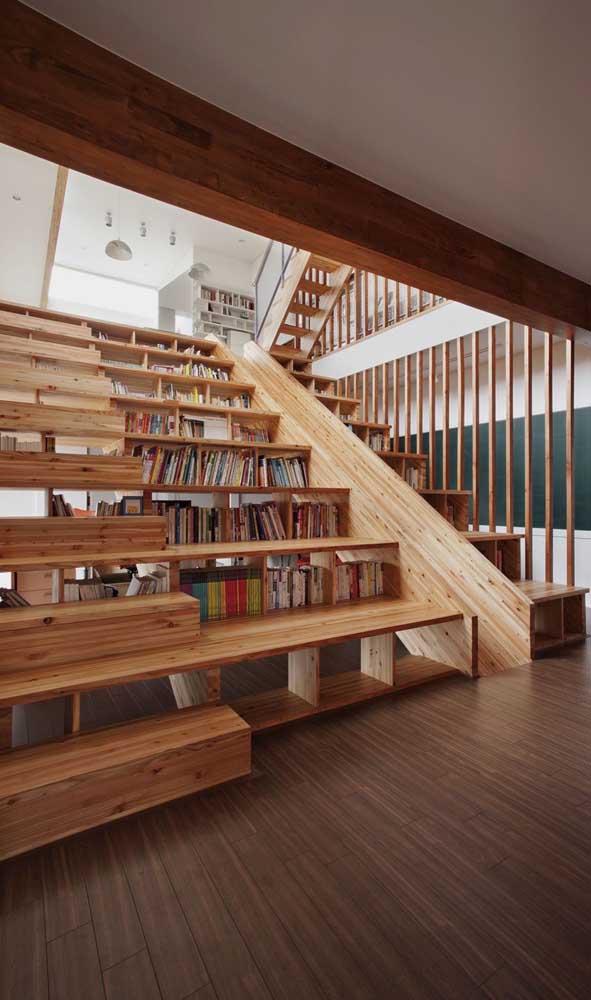 3 modelos de escadas diferentes para você decidir por onde subir.