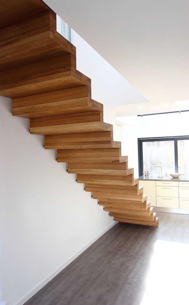 Que tal apostar na escada de madeira reta?