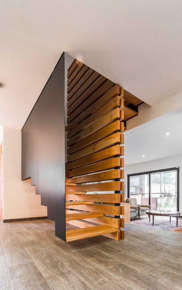Uma escada mais protegida do que essa não existe.