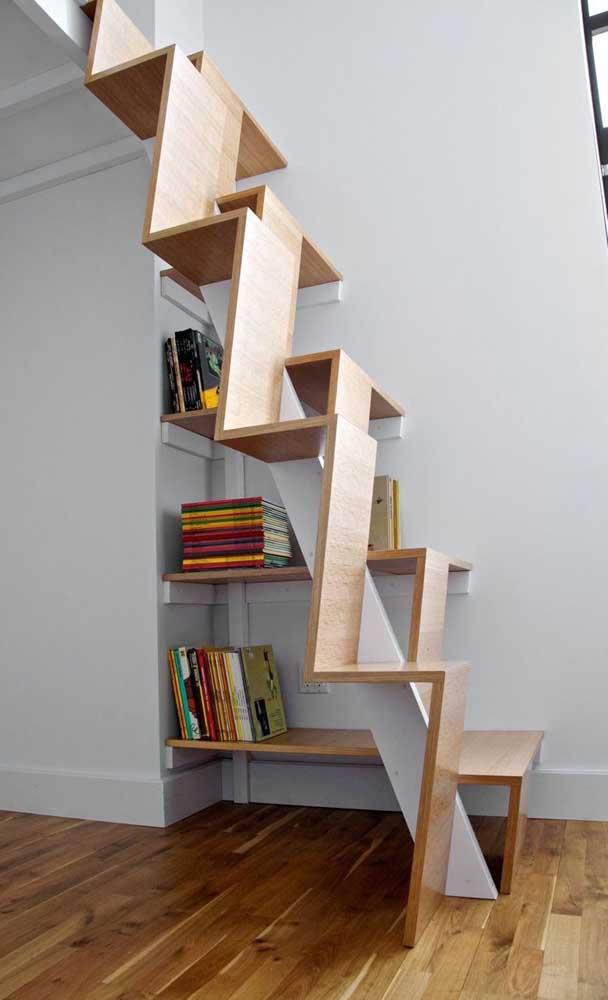 Você teria coragem de subir nessa escada de madeira?