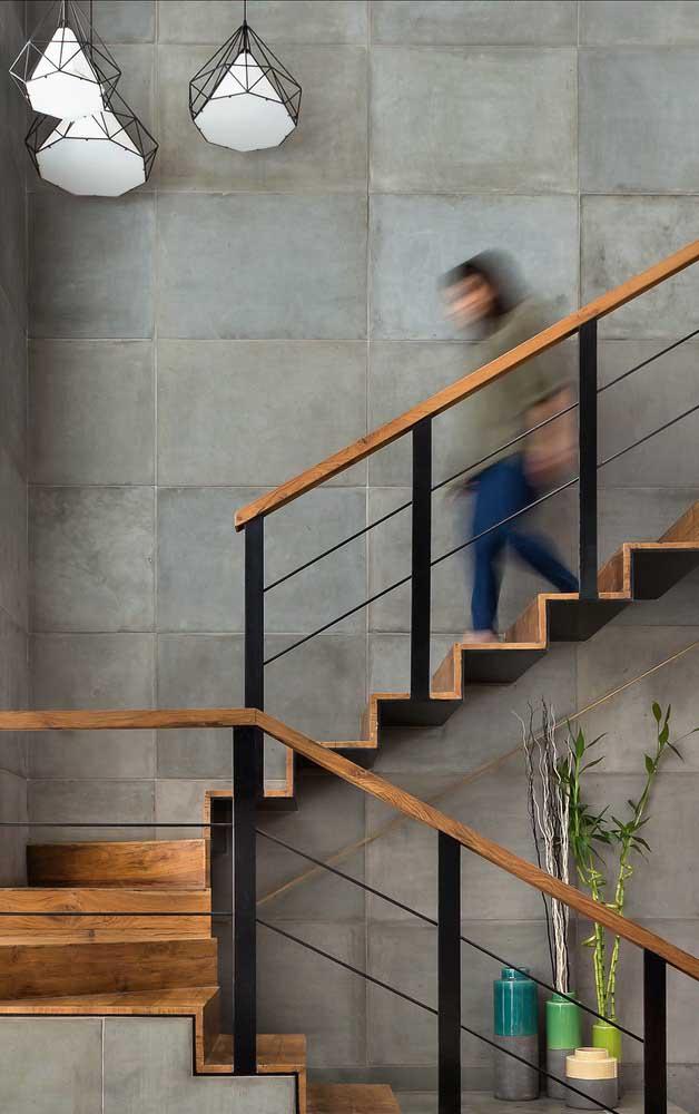 Se você quer ter uma escada mais segura, invista no corrimão.