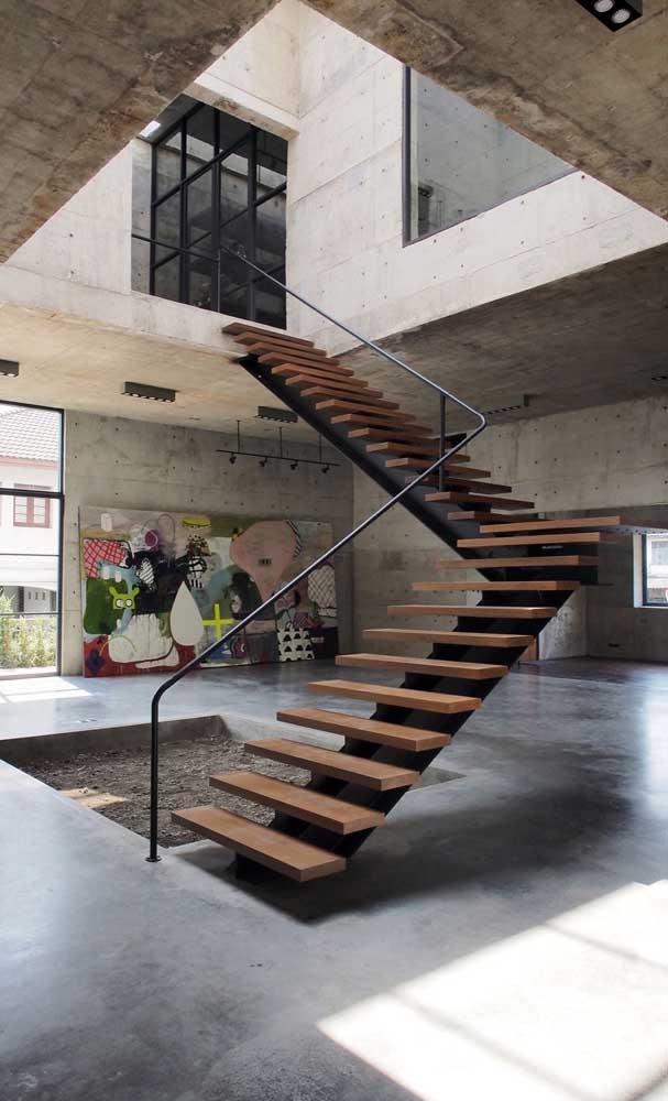 Você pode colocar a escada bem no centro da sua casa.