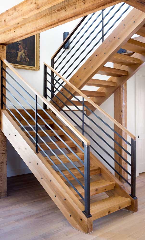 Você pode misturar diferentes materiais na hora de fazer a escada de casa.