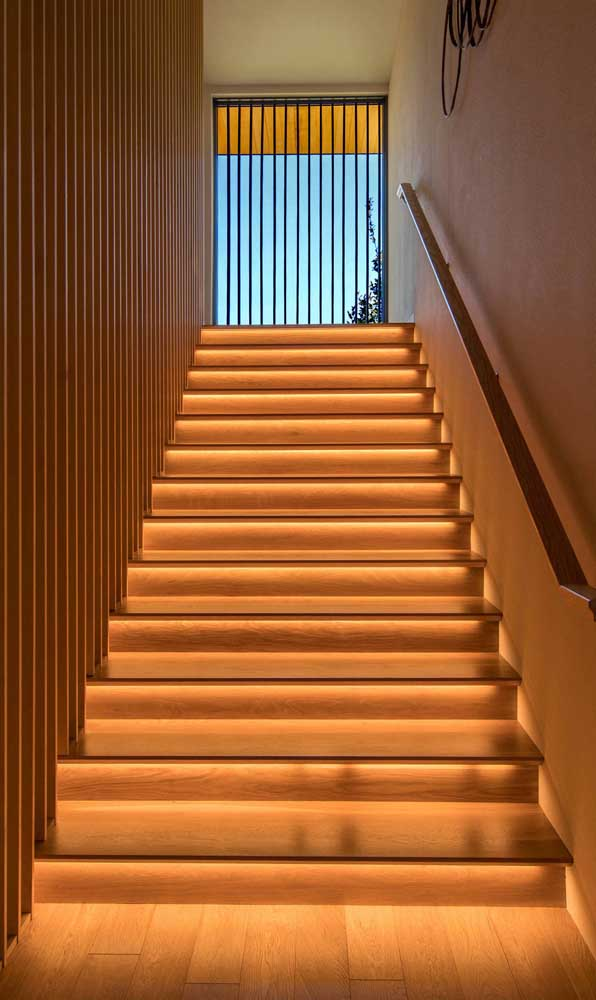 A escada pode ser simples, mas você pode incrementar o ambiente.