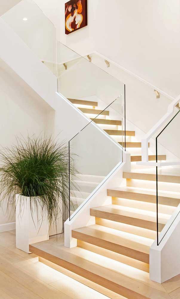 Se você deseja um ambiente mais clean, aposte nesse modelo de escada.