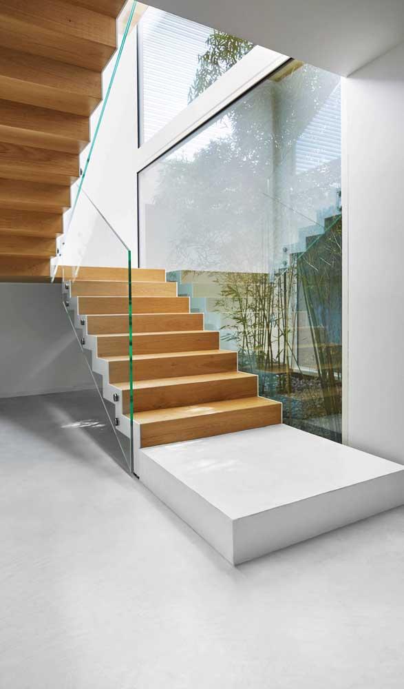 Ou fazer combinações com vidro e materiais na cor branca.