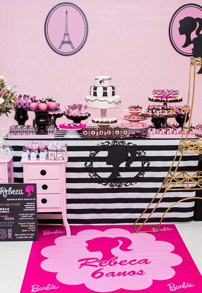 Veja como fica lindo o tema festa da Barbie glamour em Paris.