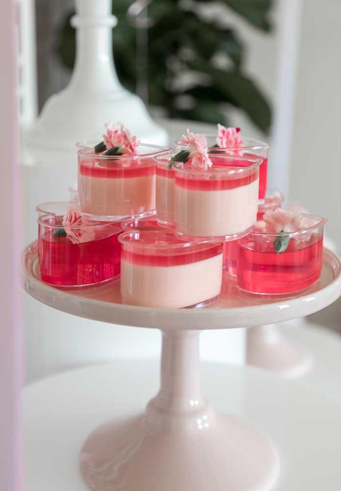 A sobremesa da festa deve seguir o mesmo estilo do tema Barbie.