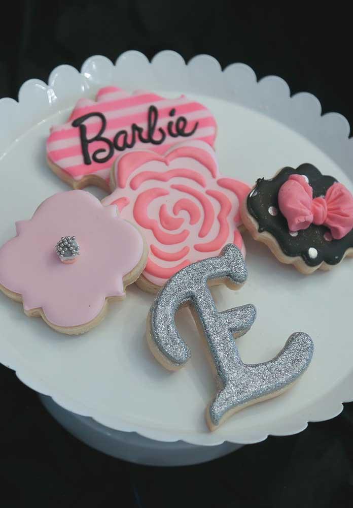 Veja como você pode fazer guloseimas personalizadas com o tema festa Barbie.