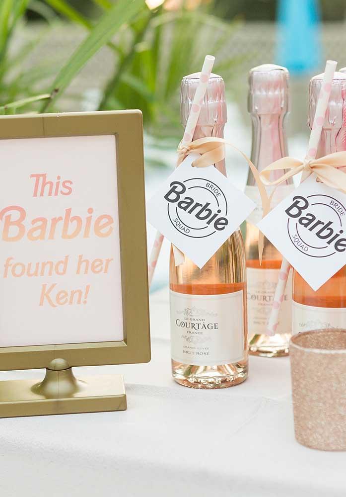 Que tal uma champagne para comemorar o aniversário com o tema Barbie?