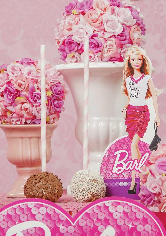 Os doces para festa Barbie devem combinar com toda a decoração do ambiente.