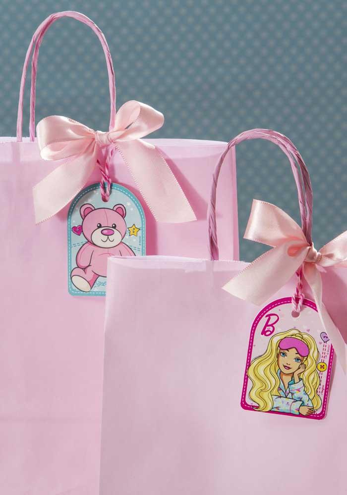 Lembrancinha da Barbie simples e barata, mas feita com todo carinho.