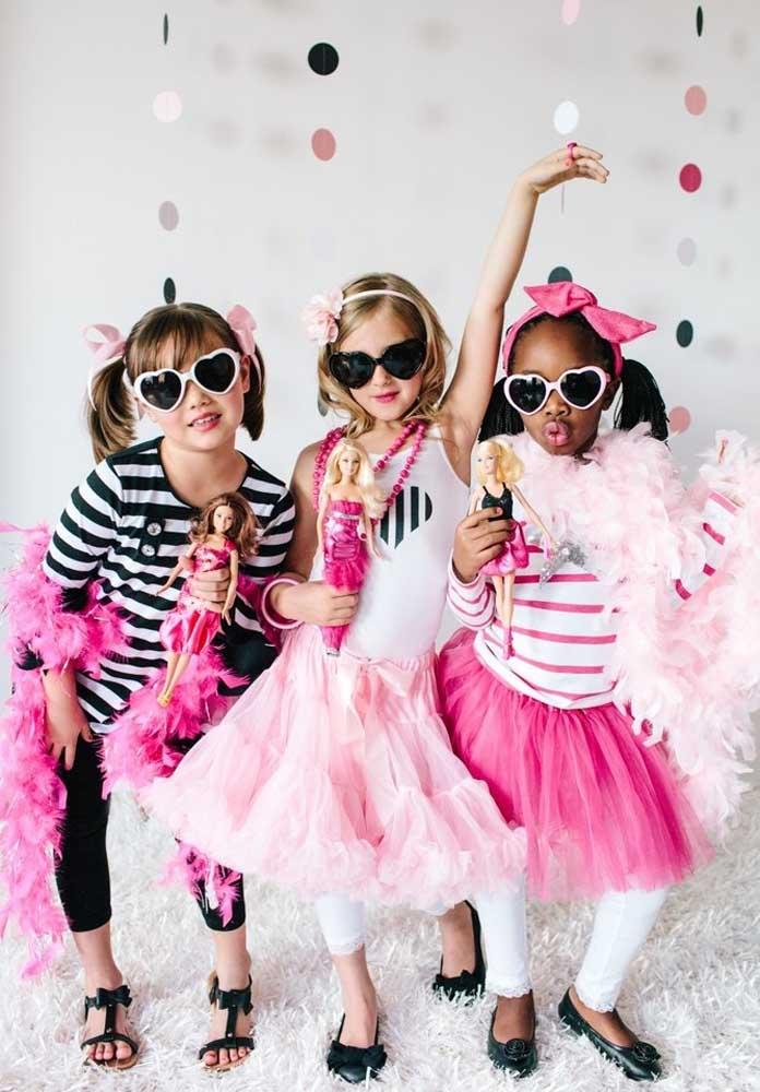 A festa Barbie pop star é cheia de glamour para as meninas se divertirem.