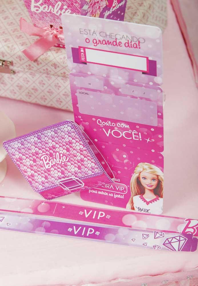 Que tal preparar algumas pulseiras personalizadas para as crianças se sentirem especiais na festa Barbie?