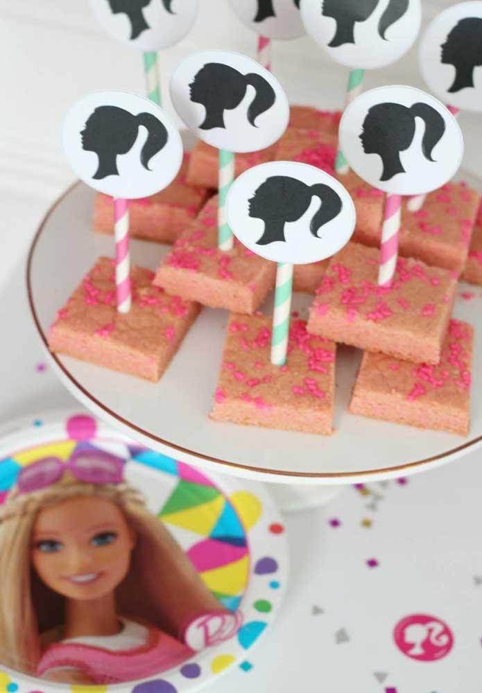 Plaquinhas com a carinha da Barbie para decorar os doces da festa.