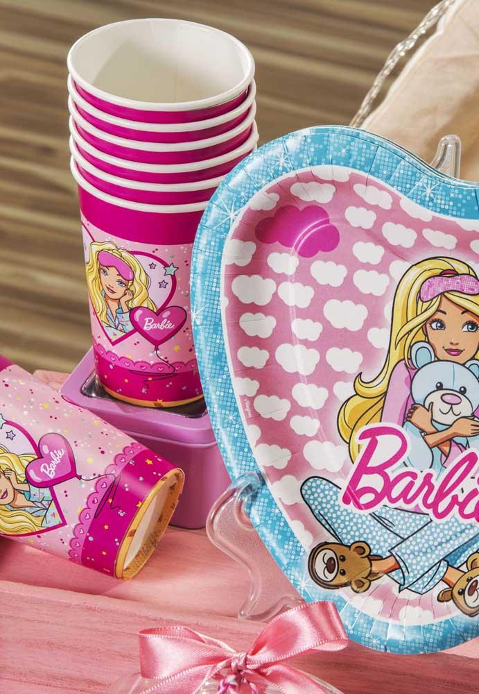 Escolha embalagens personalizadas para fazer a decoração da festa Barbie.