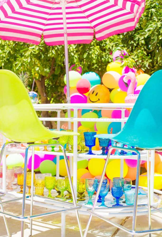 Aposte em uma decoração colorida e divertida. Para isso, use móveis e elementos decorativos de cores variadas.