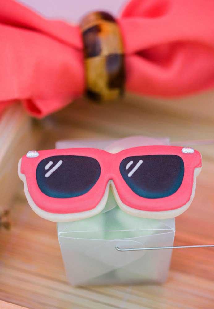 Que óculos mais fofo para decorar a festa na piscina.