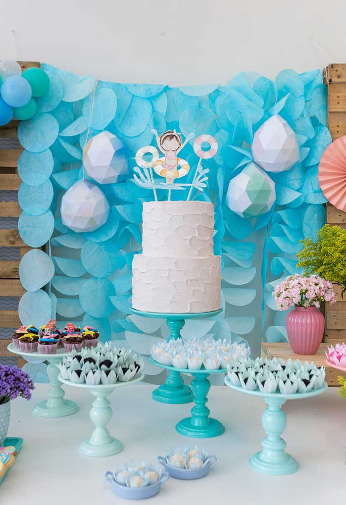 A festa na piscina infantil é perfeita para reunir toda a família e comemorar o aniversário em grande estilo.