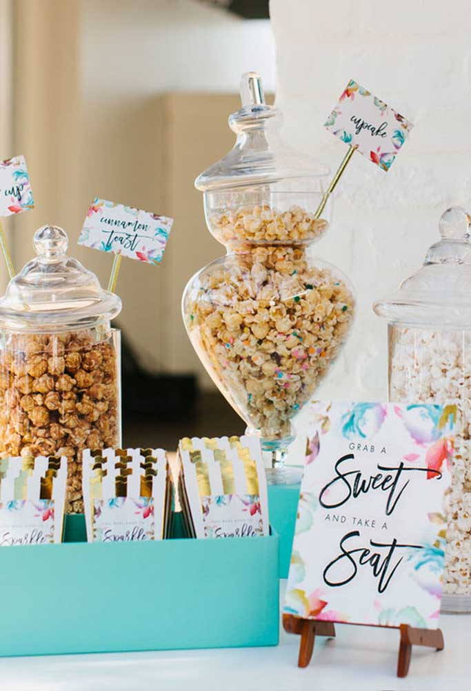Que tal servir bastante doces para seus convidados?