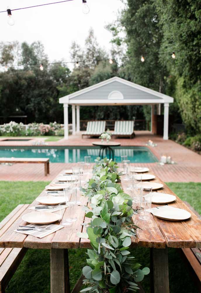 Que tal fazer uma festa na piscina no estilo mais rústico?