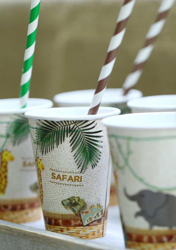 Copos personalizados com o tema festa safari