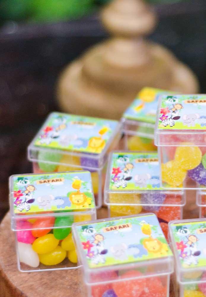 Caixinha de jujubas: opção simples e barata de lembrancinha para festa safari