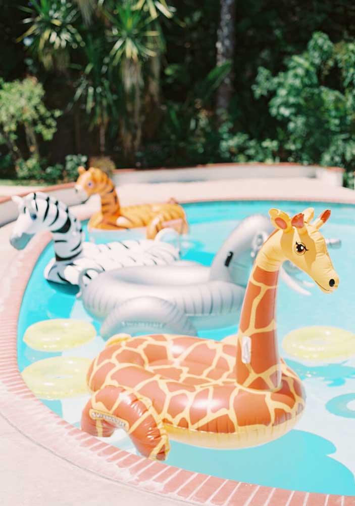 Que tal uma festa safári na piscina? Os animais já estão por lá!