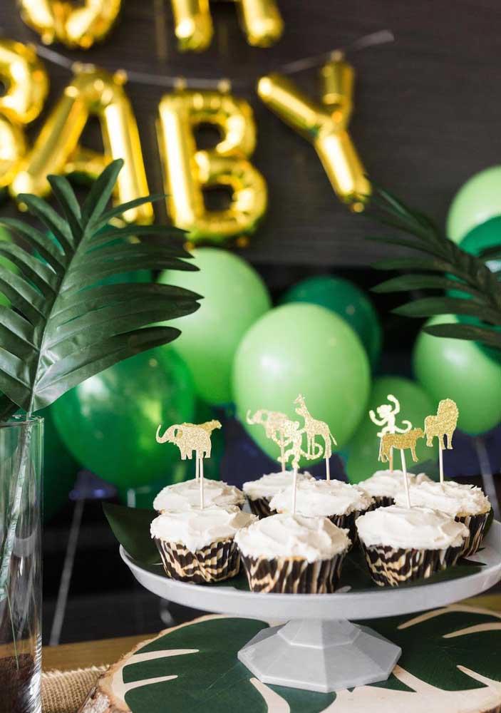 Cupcakes vão bem em qualquer festa, basta personaliza-los de acordo com o tema, no caso aqui, a festa safari