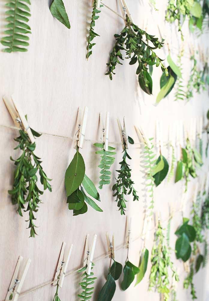 Painel de galhos de folhas: quer uma decoração mais barata, bonita e fácil de fazer do que essa?