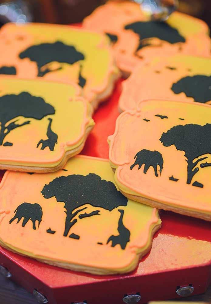 As cores da savana preenchem os biscoitinhos da festa