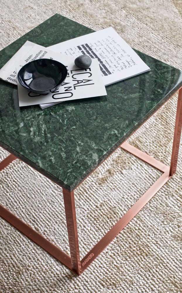 Olha que mesinha mais fofa feita com granito verde ubatuba para deixar sua sala ainda mais especial.