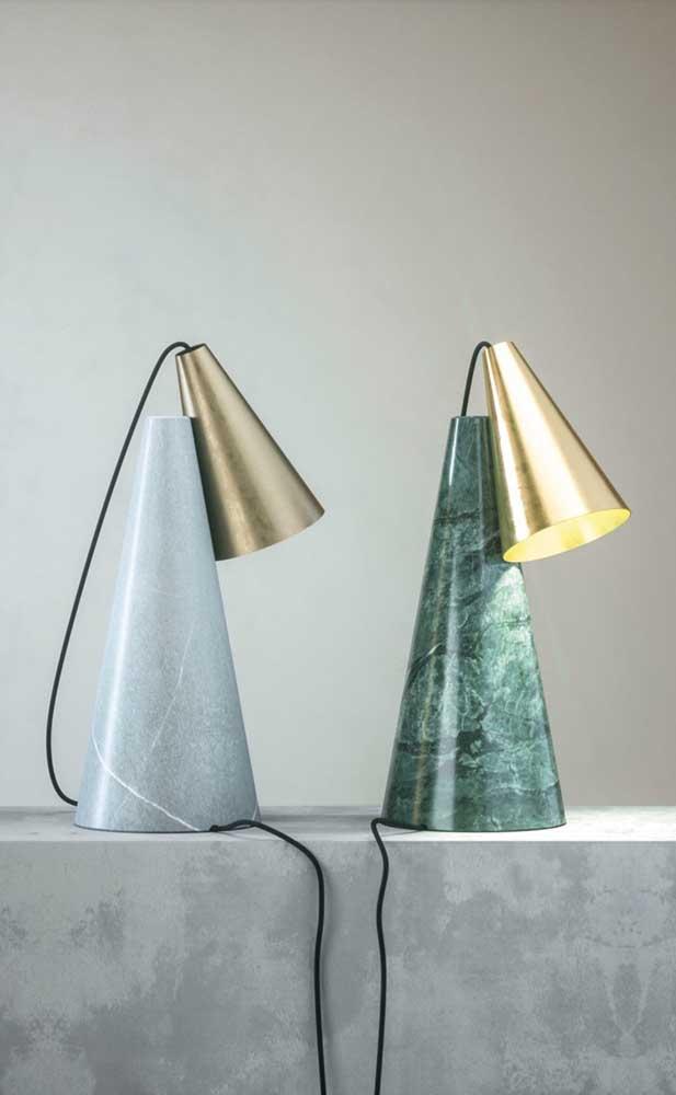 Com o granito verde ubatuba dá até para fazer luminárias de mesa como essas.