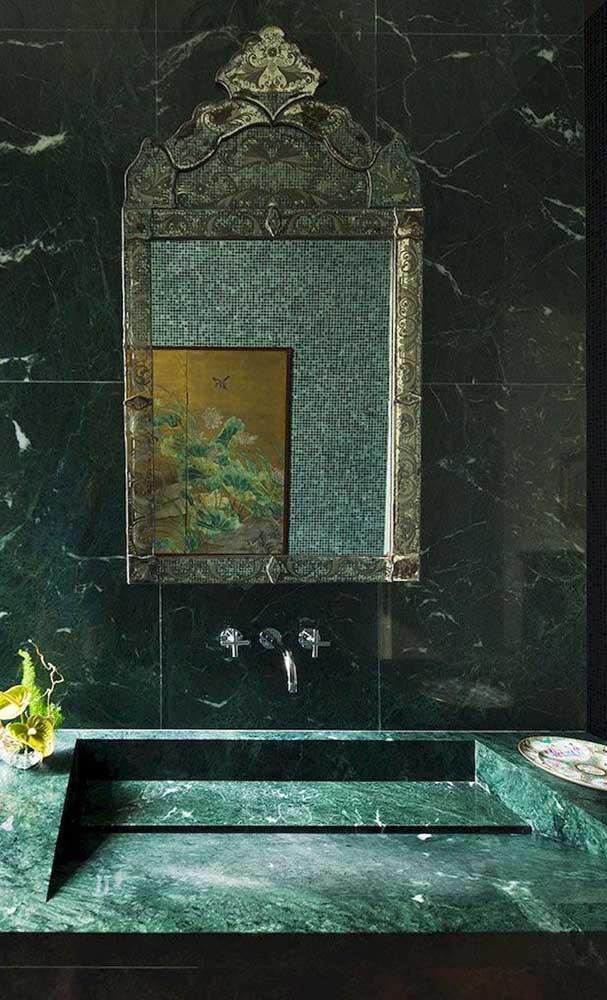 Você pode fazer uma decoração mais clássica com o granito verde ubatuba.