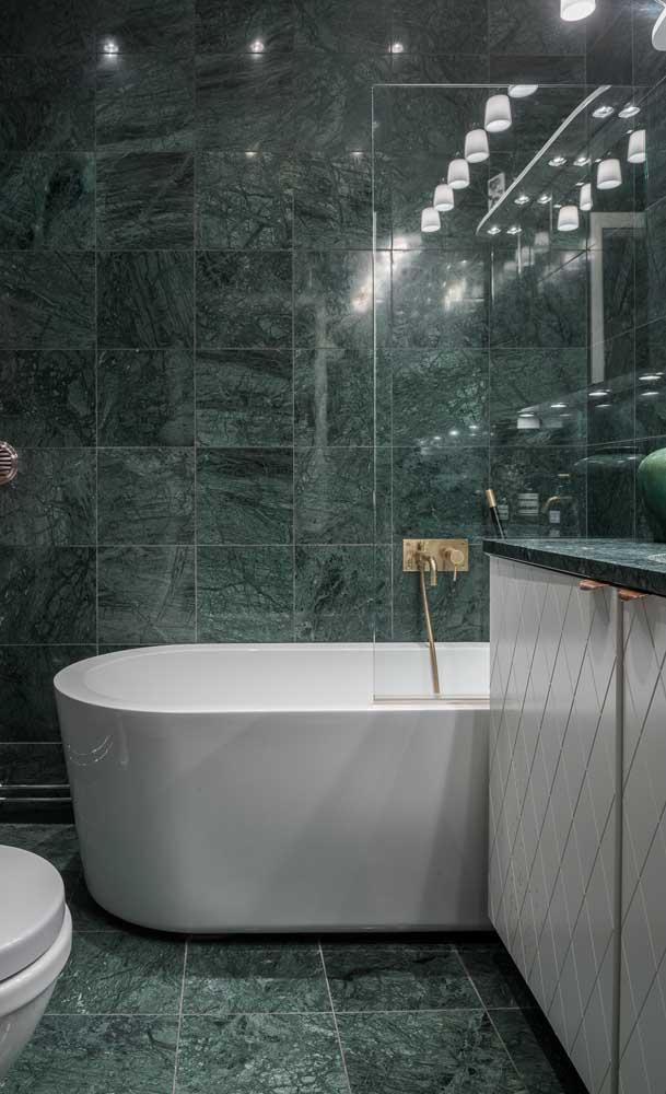 Já pensou em fazer um banheiro inteirinho com o granito verde ubatuba?