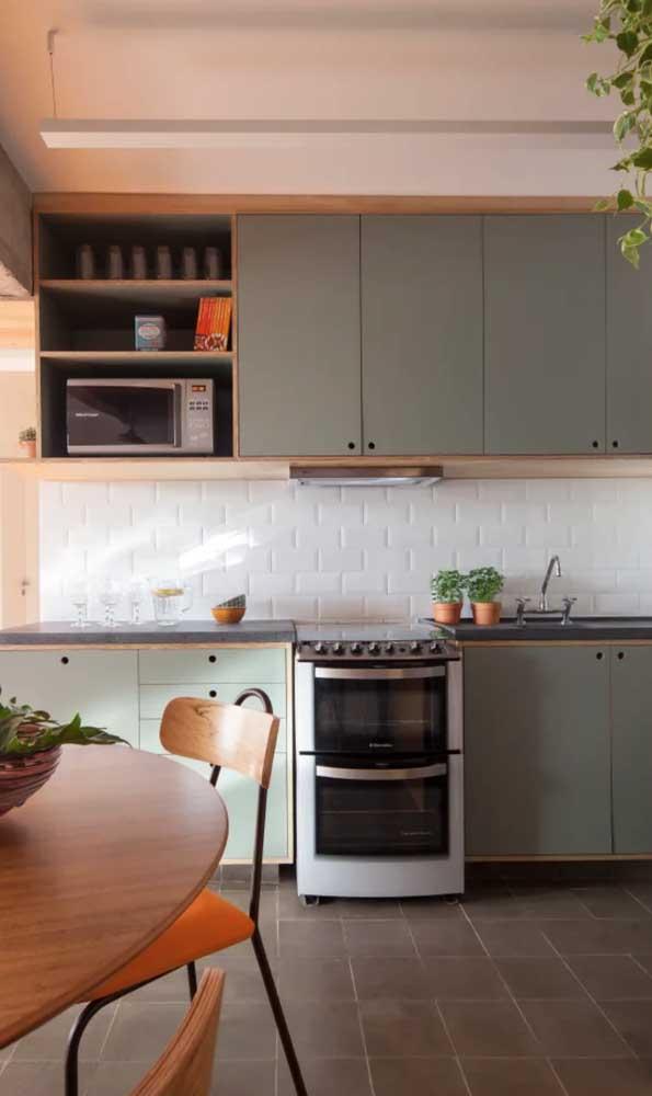 Aposte em cores que combinam com o granito verde ubatuba para deixar o ambiente mais harmonioso.