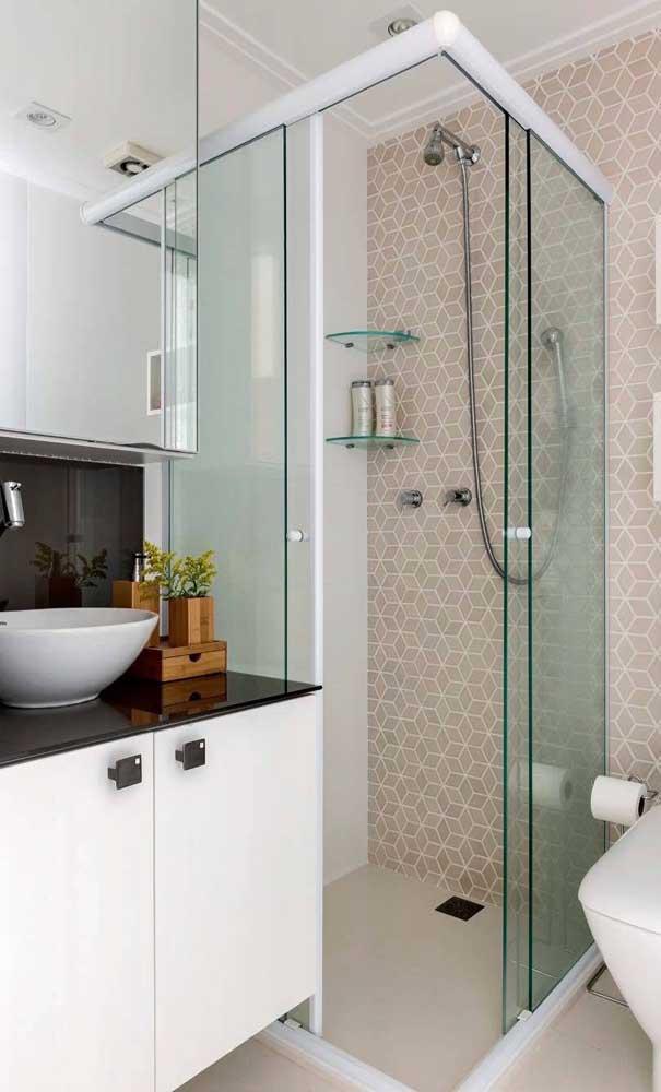 Outra opção para usar o granito verde ubatuba é aproveitar a pia do banheiro.
