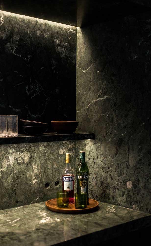 Olha como ficou chique esse bar feito com granito verde ubatuba.