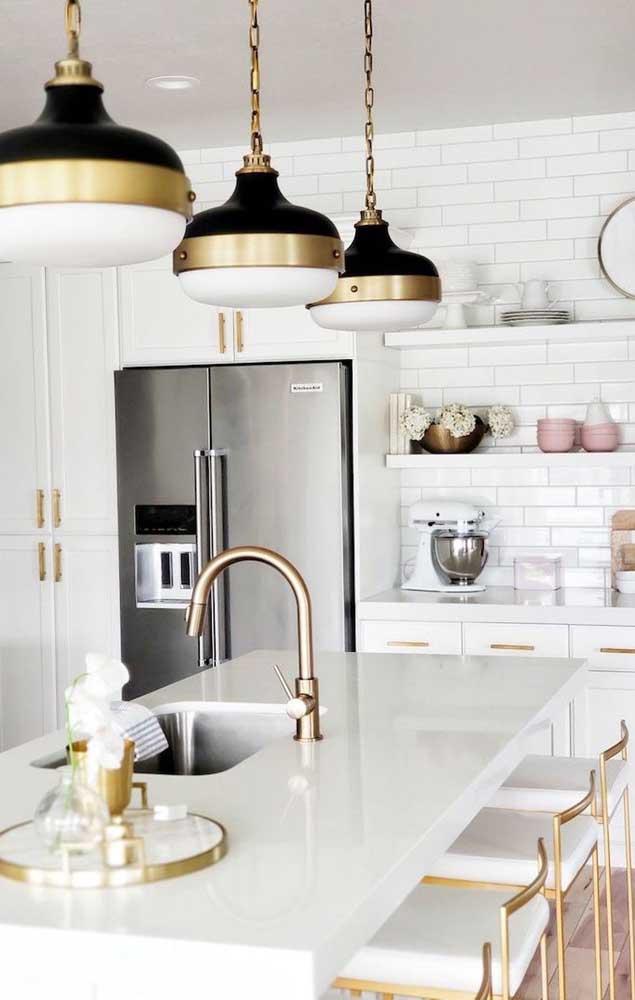 Quer combinação mais luxuosa e sofisticada do que a combinação das cores branca e dourada?